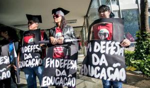 Dia do/a Professor/a:  resistência e compromisso em um país que aposta na ignorância