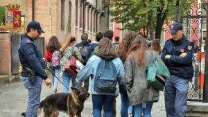 Schierate in Sicilia le forze dell'ordine contro gli assembramenti di studenti