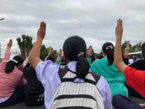 Gli studenti sono tornati in piazza in massa a Bangkok per chiedere riforme e democrazia
