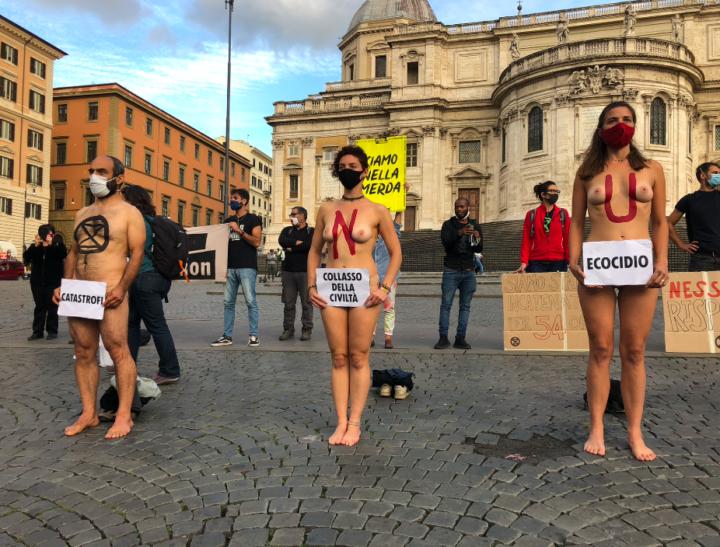 """Roma, Extinction Rebellion lancia un appello ai media: """"È il momento di agire e raccontare le verità sulla crisi ecologica"""""""