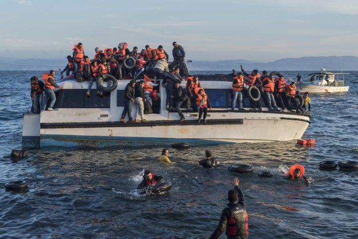 Deportação irregular em águas gregas coloca vidas em risco
