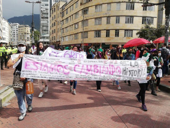 La capital colombiana se vistió de morado