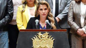 Bolivia, la destra golpista cerca di fuggire per evitare i processi