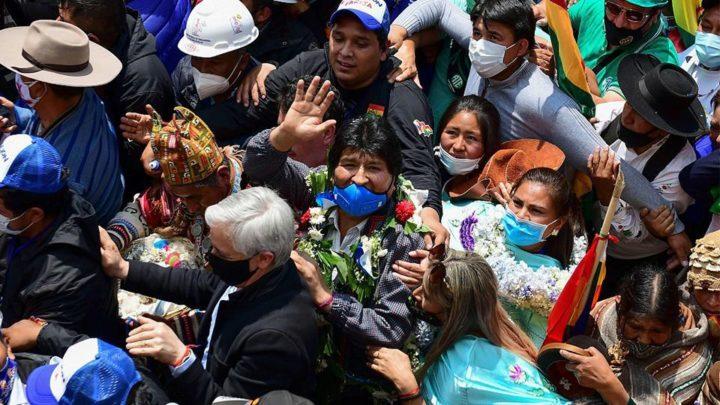 Expresidente boliviano regresa al país tras ser forzado a exiliarse por la oposición