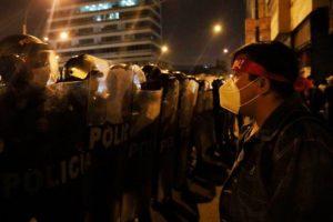 Protestas y represión en Perú. Se profundiza la crisis por la polémica destitución del presidente