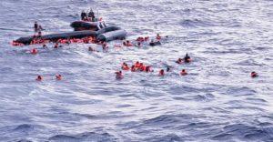 Open Arms, soccorso drammatico. Naufragio di un gommone con 100 persone a bordo, almeno 5 vittime