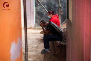 Covid-19 se dispara en albergues que resguardan a los damnificados de Eta en Honduras