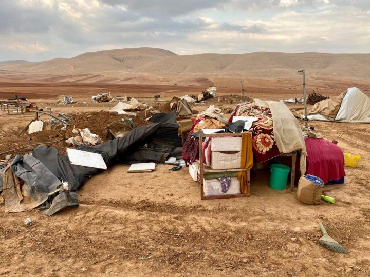 Ruspe israeliane in un villaggio palestinese: oltre 70 sfollati, 41 sono bambini