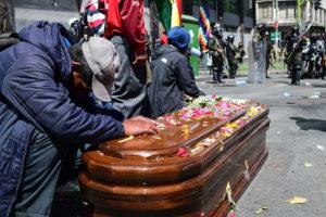 Ein Jahr nach den Massakern: Erinnerungen von Angehörigen und Opfern