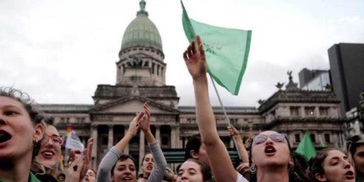 Debatte im Kongress zur Legalisierung von Abtreibungen
