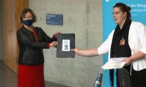 Fall Julian Assange: Aktivisten übergeben Petition an den Bundestag (Video)