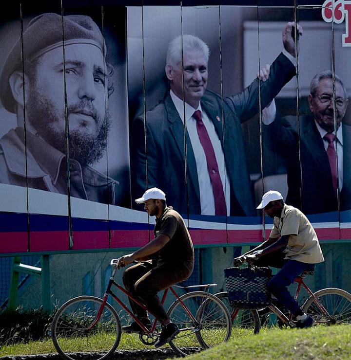 """Cuba anuncia novo plano econômico, com fim do """"peso conversível"""" em 2021"""