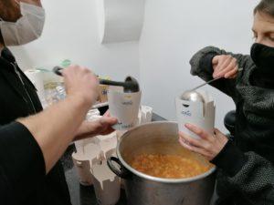 GuardaOltre 2.0: una serata passata a distribuire cibo con i volontari