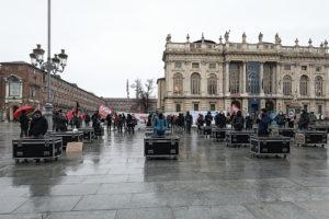 I lavoratori dello spettacolo murano il palazzo della Regione Piemonte