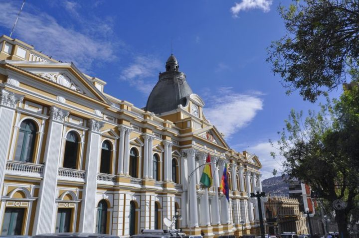 Bolivia, il parlamento approva tassa sui redditi milionari