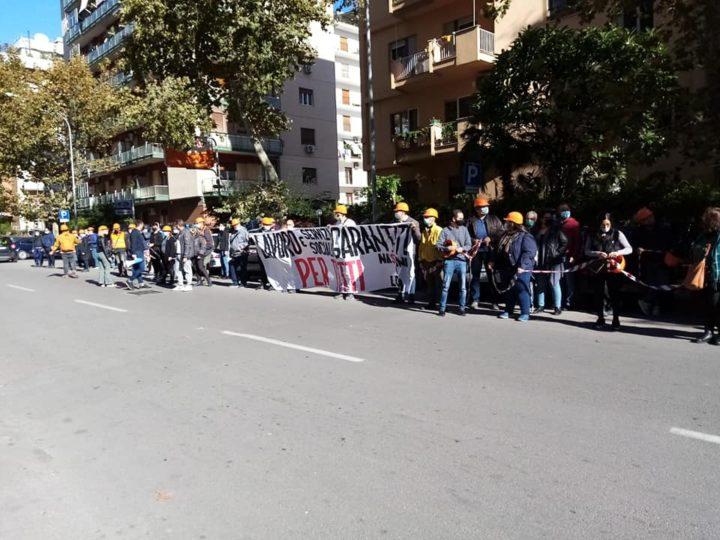 Palermo, i Nastrini tornano in piazza