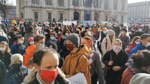"""Priorità alla scuola, Torino: """"vogliamo essere sicuri di tornare a scuola a gennaio"""""""