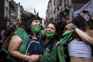 Câmara dos Deputados aprova legalização do aborto na Argentina
