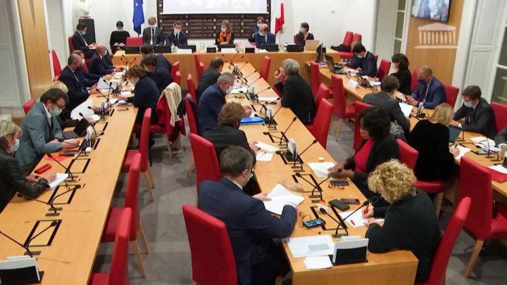 Γαλλία: τα μέλη του Κοινοβουλίου ξαναγράφουν το νόμο για την αστυνομία