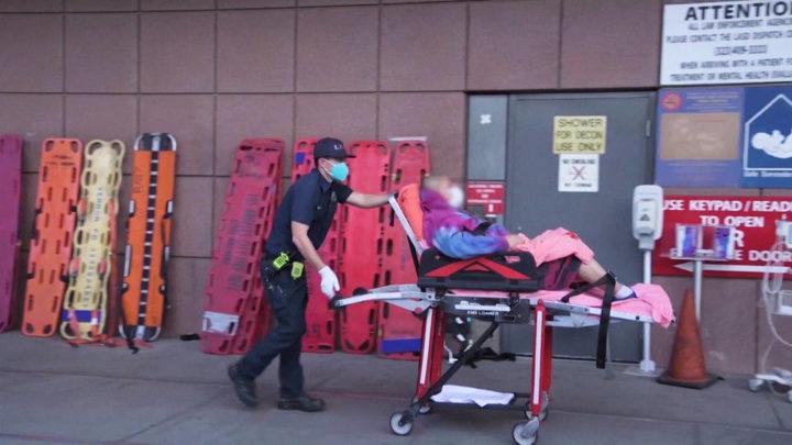 USA registra niveles récord de muertes y hospitalizaciones por COVID-19 mientras se detecta nueva variante del virus en Colorado