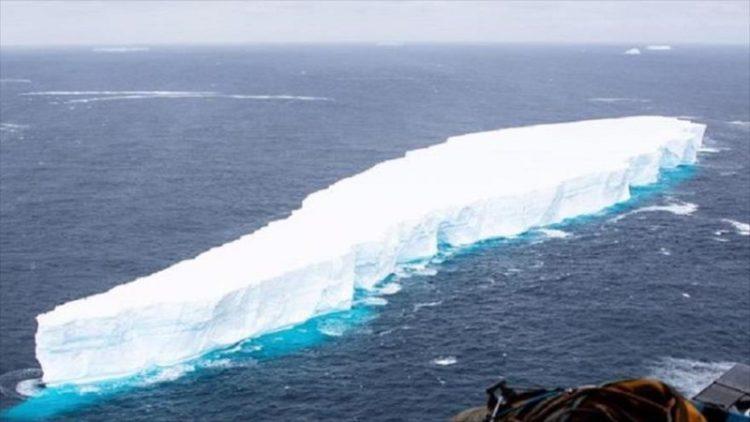 El iceberg más grande del mundo se parte en dos