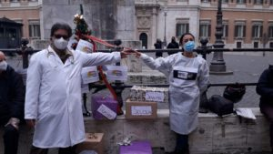 La società della cura consegna il suo regalo di Natale a Montecitorio