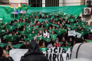 Marée verte – Les femmes argentines à la tête d'un mouvement historique : la loi sur l'avortement sera votée ce 29/12 au Sénat