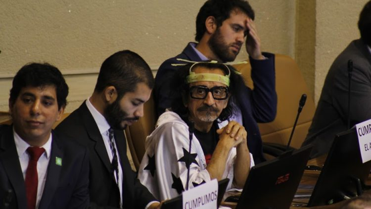 Die Ethikkommission des Abgeordnetenhauses spricht Sanktionen gegen Florcita Alarcón aus