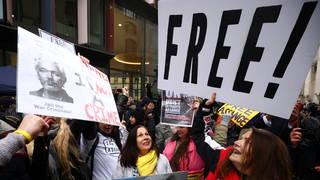 Tribunal británico deniega la extradición de Assange a EE.UU. por temor a que se suicide