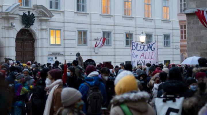 """""""Schlechter Witz"""": Demonstrationen gegen türkis-grüne Bildungspolitik"""