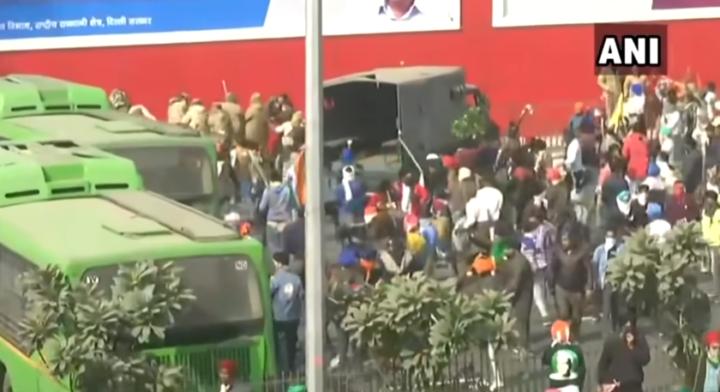 Trabajadores agrícolas de India cancelan la próxima marcha después de violentos enfrentamientos con la policía