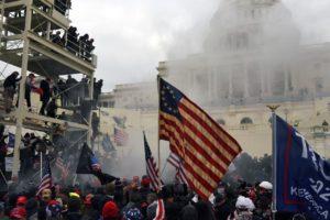 En Washington D.C. arremeten violentamente partidarios de Trump