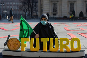 Extinction Rebellion e Fridays For Future insieme in piazza a Torino