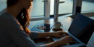 La violencia en línea daña profundamente a las mujeres periodistas