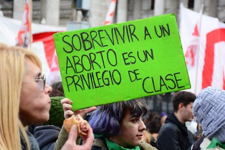 Argentina encerra 2020 legalizando o aborto em votação histórica no Senado