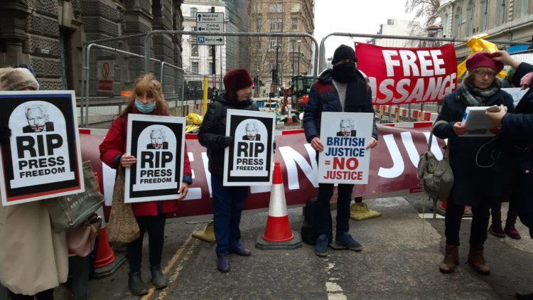 Assange wird nicht ausgeliefert, USA gehen in Berufung