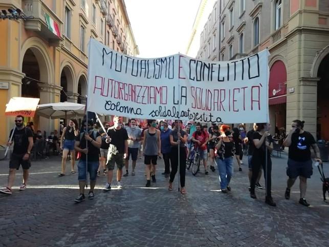 I centri sociali in campo a Bologna per la solidarietà: la colonna solidale autogestita.