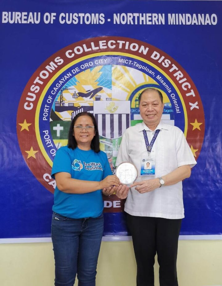 """EcoWaste Coalition Honors Customs Official with """"Environmental Justice Award"""" for Re-Exporting Illegal Waste Shipments to South Korea"""