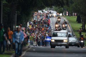 Migranti, in Guatemala gas lacrimogeni per fermare la carovana diretta negli Usa