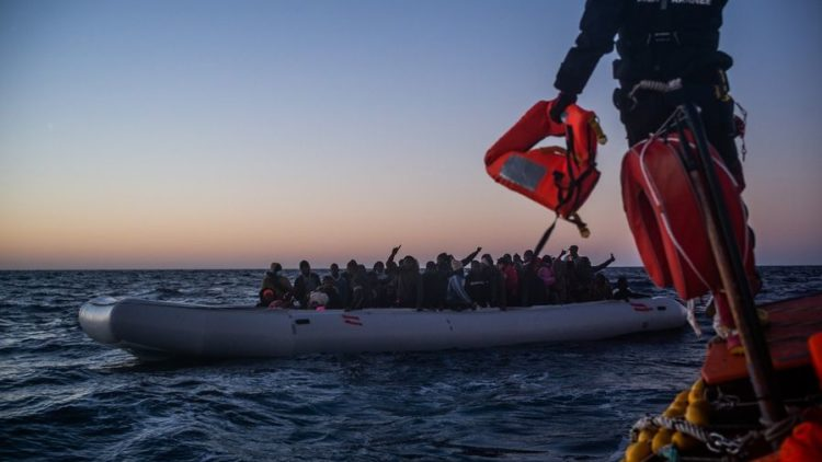 La Ocean Viking salva 374 migranti