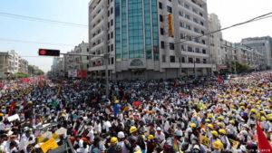 Bislang größte Proteste in Myanmar