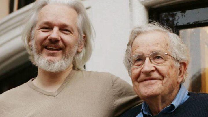 Sentença de Assange, 'Duro Golpe contra a Liberdade de Imprensa': Chomsky