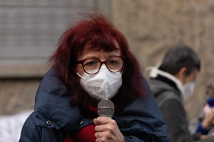 Le donne contro la Tav manifestano a Torino davanti al palazzo Rai