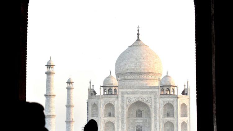 Foto Rubén Ayerra (Navarra) - CCO: El Taj Mahal es un mausoleo, construido en el siglo XVII, que esconde una bella y trágica historia de amor entre un emperador y su esposa. Está situado en Agra, estado de Uttar Pradesh, donde las leyes ahora persiguen el matrimonio entre hombres musulmanes y mujeres hindúes.