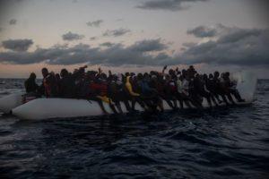 Sbarco a Porto Empedocle per i 146 naufraghi soccorsi da Open Arms