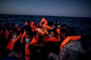 Dodici giorni in mare, centinaia di respingimenti e il soccorso di 40 persone, alla deriva da ore senza alcun aiuto