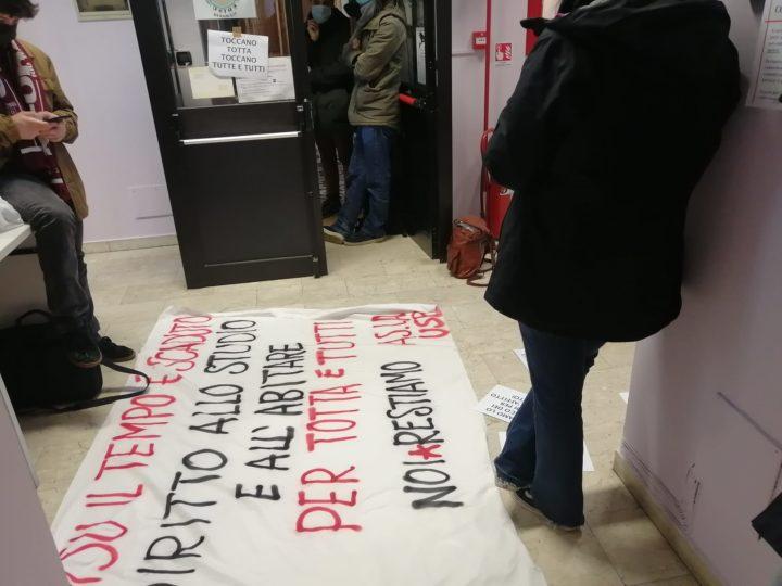 Diritto allo studio: dimostrazione negli uffici dell'Ente preposto della Regione Piemonte (EDISU)