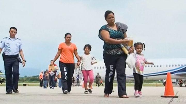 Com a continuação das deportações, Biden assina decretos para reverter as políticas de imigração de Trump