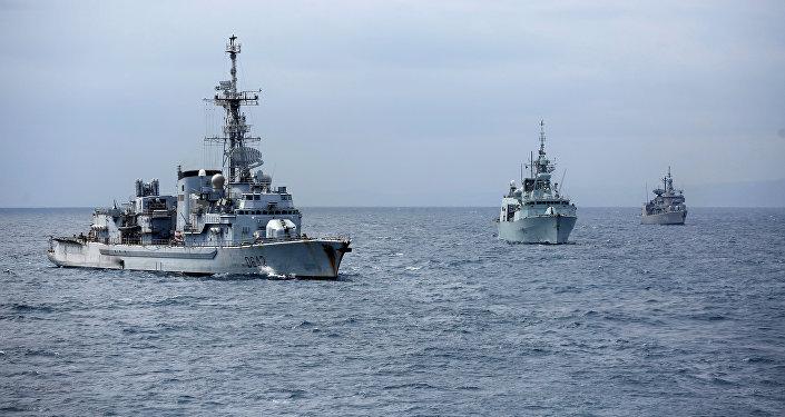 E' iniziata nel mar Ionio l'esercitazione Nato Dynamic Manta 2021,  ma per i militari c'è la quarantena come per i migranti?