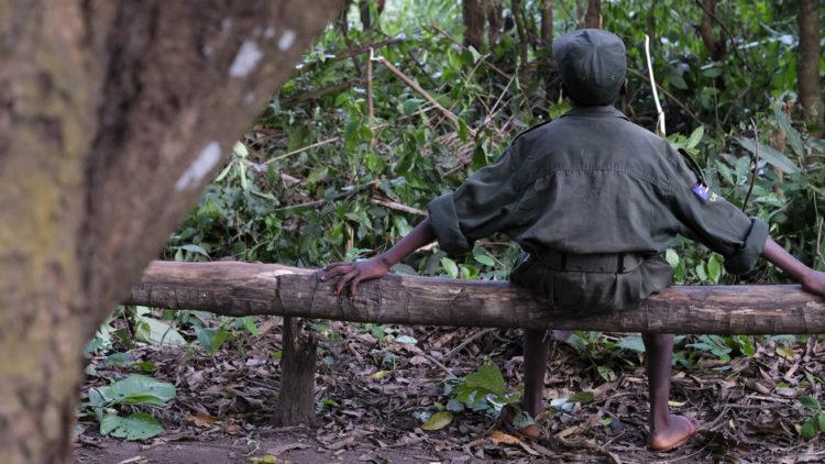 UN und EU warnen: COVID verstärkt die Rekrutierung und den Einsatz von Kindersoldaten